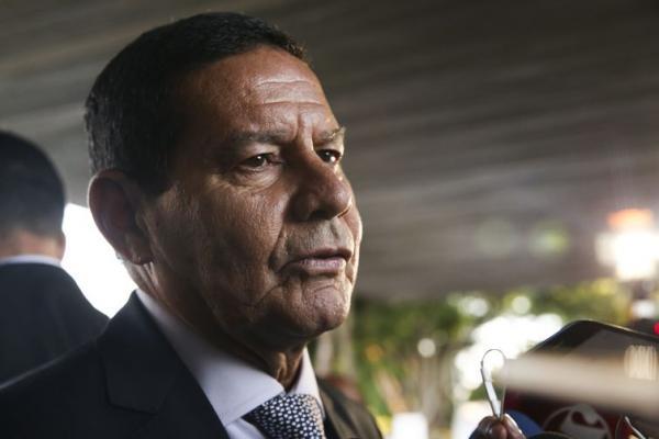Presidente em exercício, Hamilton Mourão, disse que o Brasil não vai participar de intervenção na Venezuela