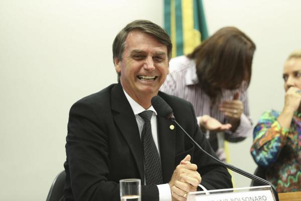Presidente Jair Bolsonaro deve voltar ao trabalho nesta quarta-feira, diz porta-voz