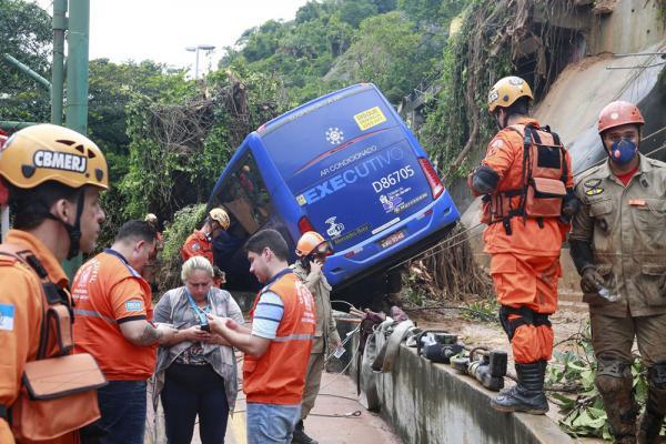 Rio de Janeiro: Sobe para seis o número de mortos durante temporal