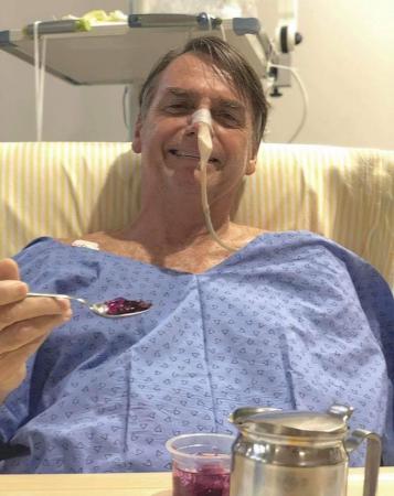 Bolsonaro diz em redes sociais que comeu gelatina no café da manhã desta sexta-feira
