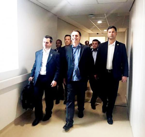 Presidente Bolsonaro chegou a Brasília na tarde desta quarta-feira 13, depois de ter alta hospitalar