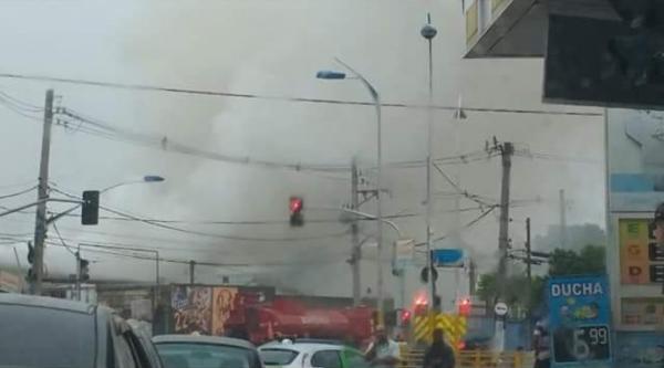 Taboão da Serra: Incêndio atinge depósito de material reciclável no CSU