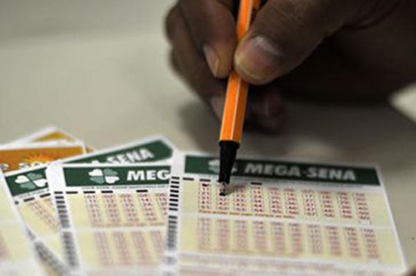 Prêmio principal da Mega-Sena pode pagar hoje R$ 38 milhões