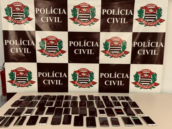 Dupla que roubava celulares no Centro de SP é presa pela Polícia Civil