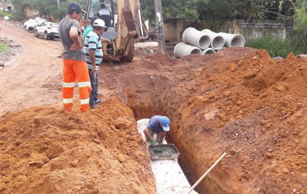 Prefeito Jorge Costa empreende obras para pavimentação na Estrada do Xavi, em Itapecerica da Serra
