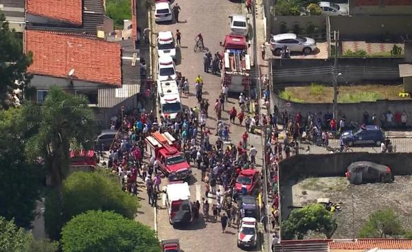 Adolescentes matam 8 pessoas em escola e se suicidam na Grande São Paulo