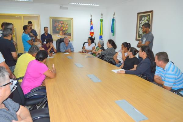 Itapecerica da Serra: Jorge Costa recebe moradores de região afetada pelos temporais