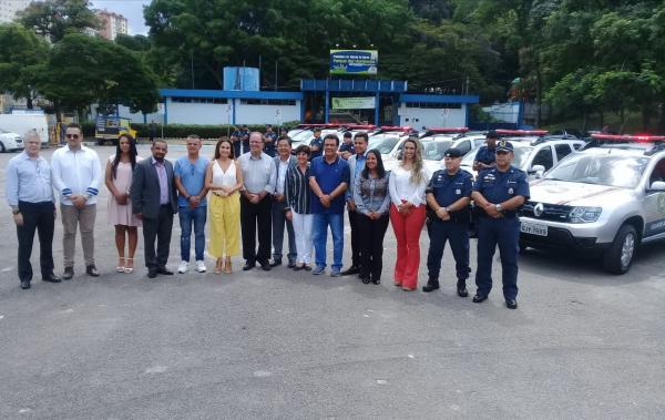 Prefeito Fernando Fernandes entrega 10 novas viaturas para a GCM de Taboão da Serra