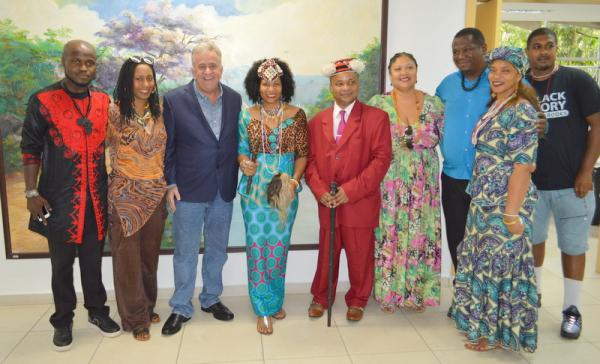 Rainha da República Democrática do Congo visita Itapecerica da Serra