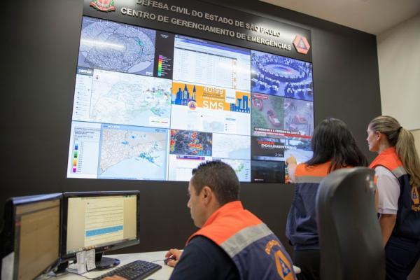 Defesa Civil alerta para chuvas fortes no litoral paulista neste fim de semana