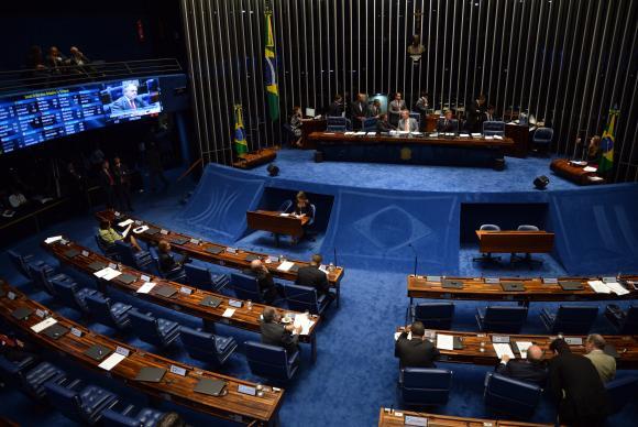 Senado aprova lei que fixa prazo para notificar violência contra mulher
