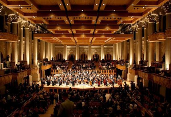 Visitantes podem assistir a concertos gratuitos na Sala São Paulo