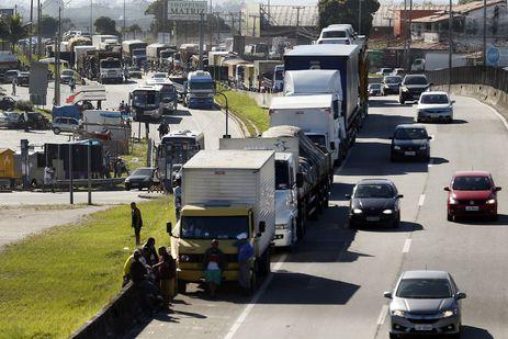 Governo vai criar cartão-caminhoneiro, diz presidente Bolsonaro