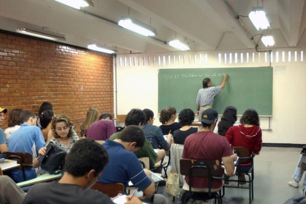 Alunos do ensino médio vão estudar empreendedorismo e investigação científica