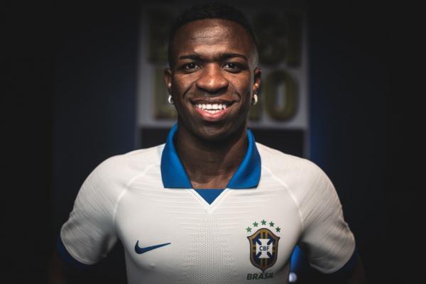 Vinicius Júnior elogia camisa branca da Seleção: