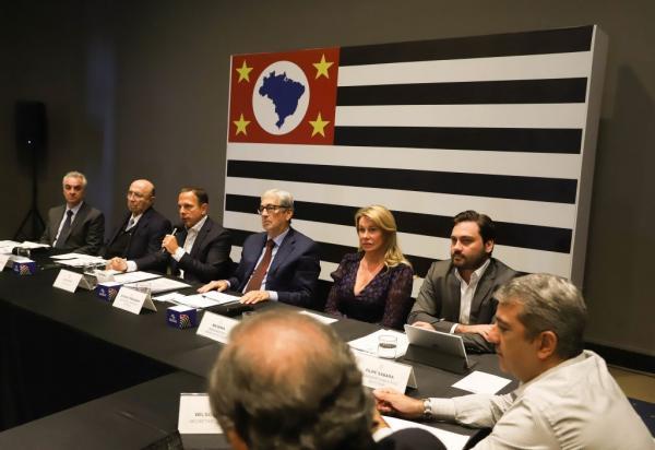 Governo de São Paulo anuncia bônus para 205,8 mil servidores da educação
