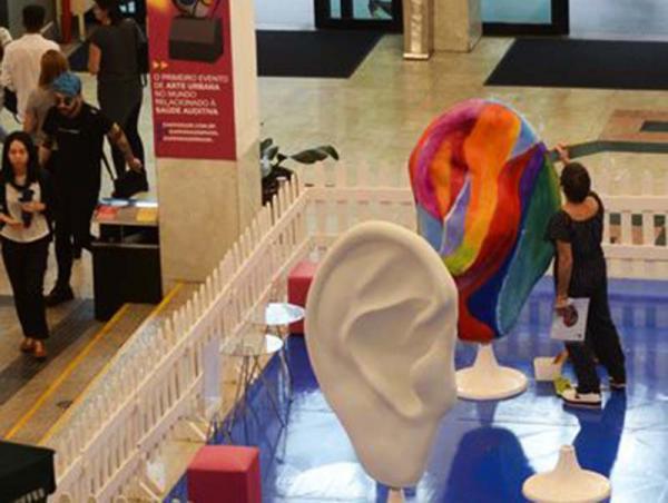 Esculturas de orelhas gigantes alertam sobre saúde auditiva em São Paulo - Foto Rovena Rosa