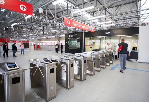 Técnicos do INSS esclarecem dúvidas sobre os serviços e benefícios na Estação Brás da CPTM