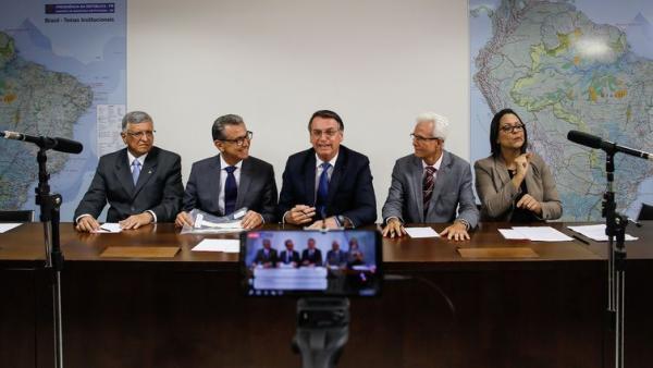 Bolsonaro afirma que decreto de armas foi feito