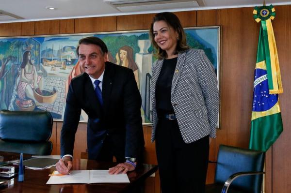 Bolsonaro sanciona Lei que permite medidas emergenciais a mulheres vítimas de violência