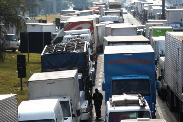 Caminhoneiros poderão ter linha de crédito dobrada e chegar a R$ 1 bilhão