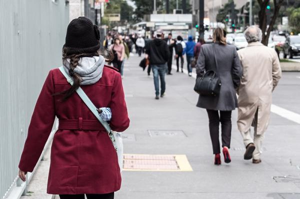 Mudanças bruscas na temperatura e tempo instável podem provocar gripes e resfriados