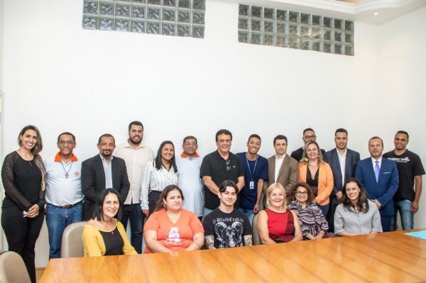 Fernando Fernandes assina termo de fomento para entidades sociais de Taboão da Serra