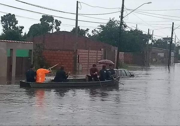 Chuvas fortes prejudicam Peruíbe, litoral de São Paulo