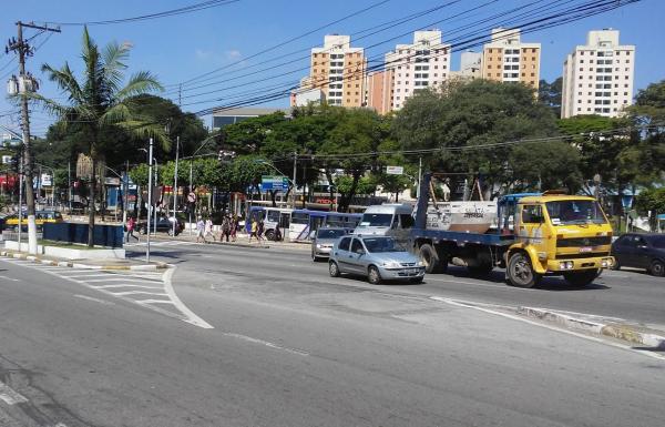 Acidente de trânsito em Taboão da Serra deixa dois feridos