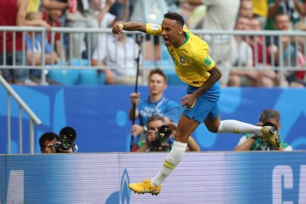 Neymar não merece críticas sobre ser cai-cai; adversários tem inveja do Brasil