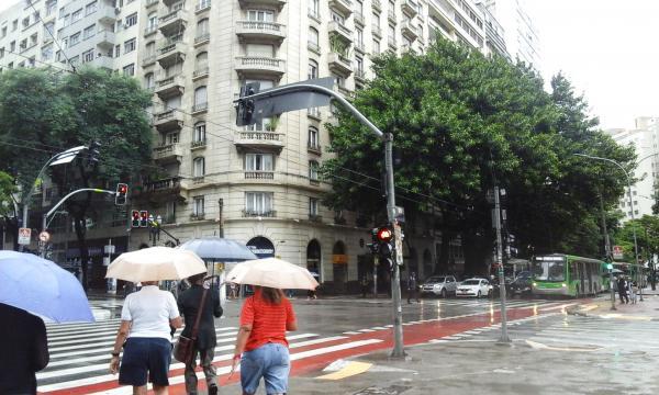 Temperatura deve cair em São Paulo com a chegada de uma frente fria