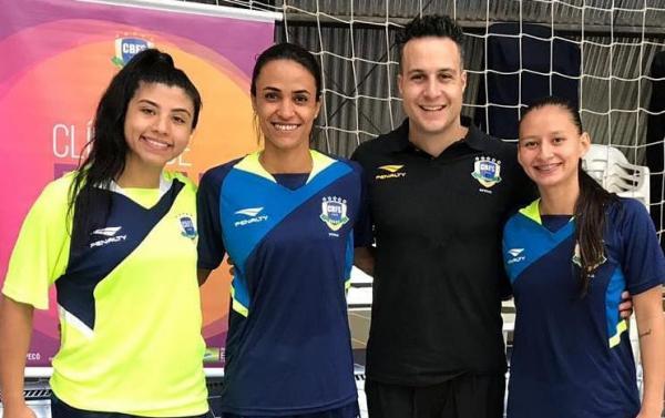 Atletas de Taboão da Serra estão com a seleção brasileira de futsal para o Grand Prix