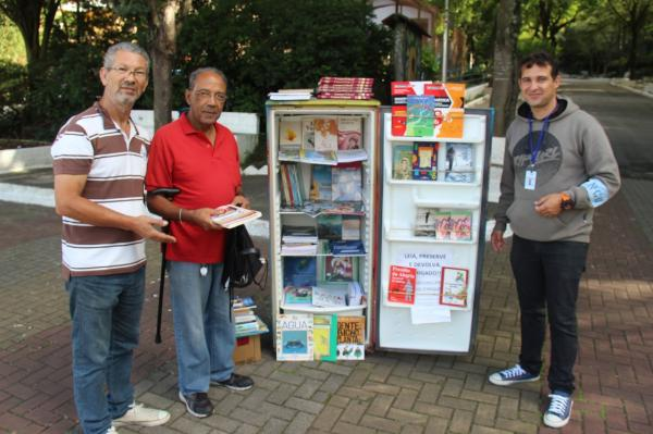 Parque das Hortênsias em Taboão da Serra tem livros gratuitos em uma geladeira