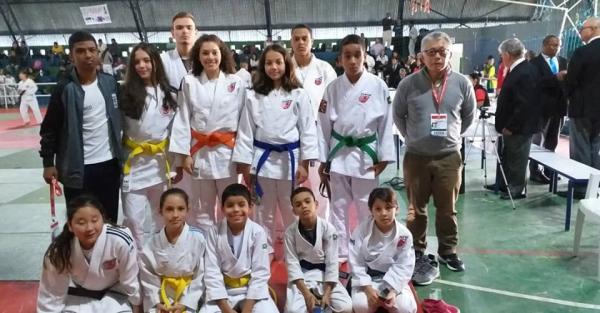 Judocas de Taboão da Serra conquistam nove medalhas em torneio