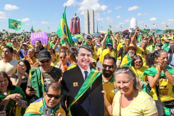 Cidades de todo Brasil fazem atos em apoio ao governo Bolsonaro