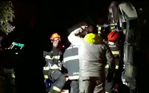 Dez pessoas morrem em acidente de ônibus