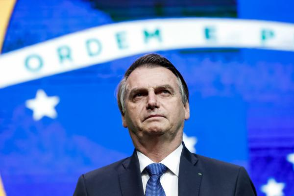 Bolsonaro anuncia que Brasil foi aceito como aliado extra-Otan