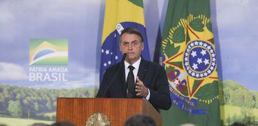 Bolsonaro pede que Congresso não suspenda decretos do porte de armas