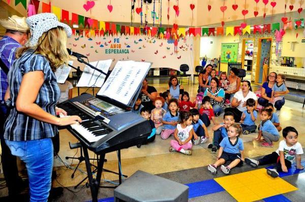 Santo André: apresentações musicais encantam pais e alunos em creche