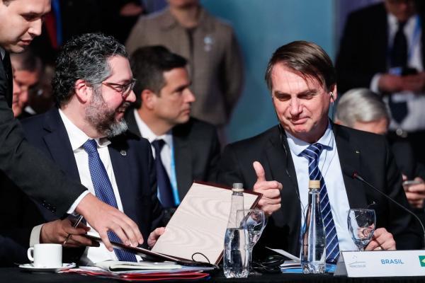 Governo quer reduzir alíquota do IR para máximo de 25%, diz Bolsonaro