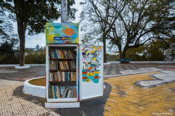 Projeto em Cotia transforma geladeiras em pontos de troca de livros