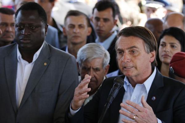 Presidente Bolsonaro defende redução da carga tributária