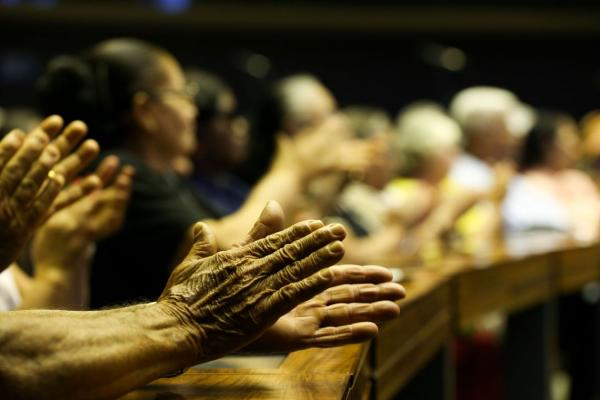 Isolamento provoca problemas de saúde nos idosos