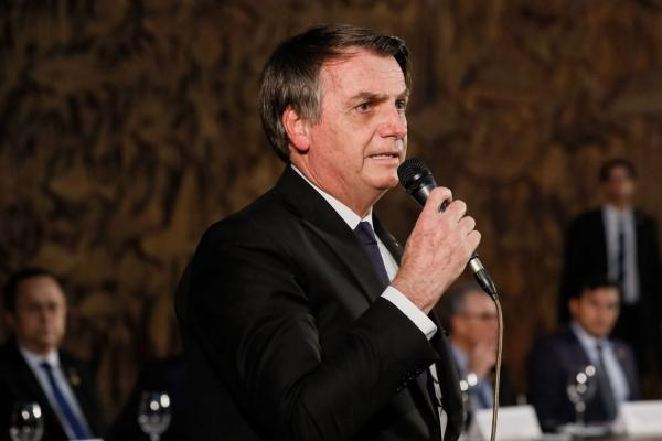 Economia está dando sinais de recuperação, diz Bolsonaro a empresários