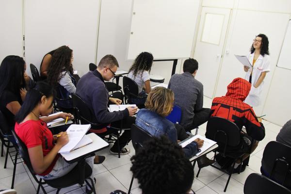 Faça em Taboão da Serra curso grátis de inglês ou espanhol