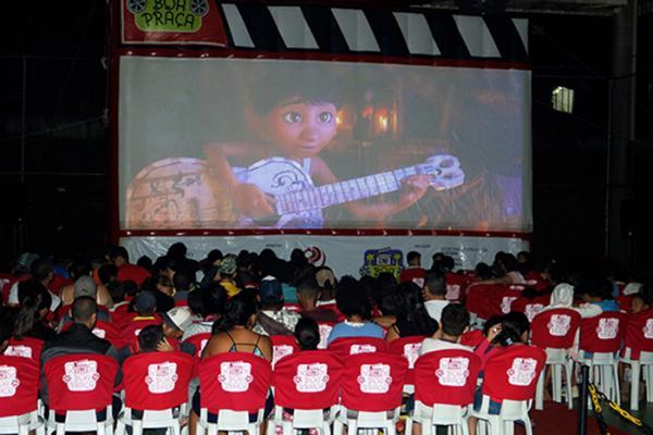 Santana do Parnaíba SP : Projeto Cine Boa Praça acontece nesta sexta e sábado no bairro Cidade São Pedro