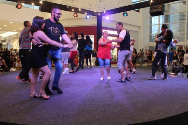 Taboão da Serra abre inscrições para aulas gratuitas de samba rock e sertanejo