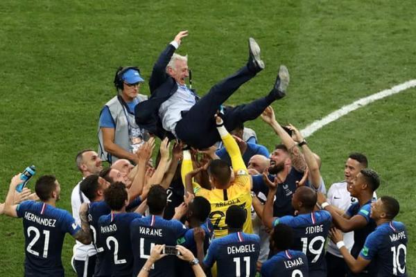 Bi mundial da França serve de exemplo para Brasil manter Tite como técnico