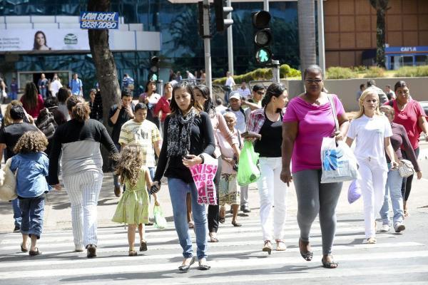 População do Brasil passa de 210 milhões, diz estimativa do IBGE