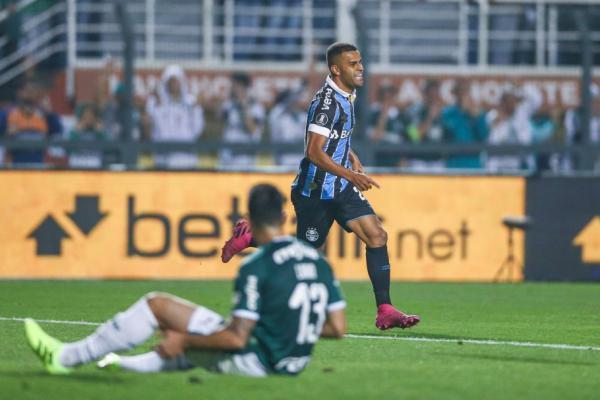 Grêmio vira sobre o Palmeiras e avança às semifinais da Libertadores